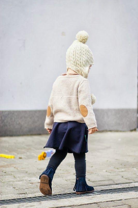 Обычно главным акцентом в детской одежде становятся яркие цвета. Но в этом  сезоне палитра более сдержанная, консервативная. Актуальные цвета - базовые  в ... f30a99f70e3